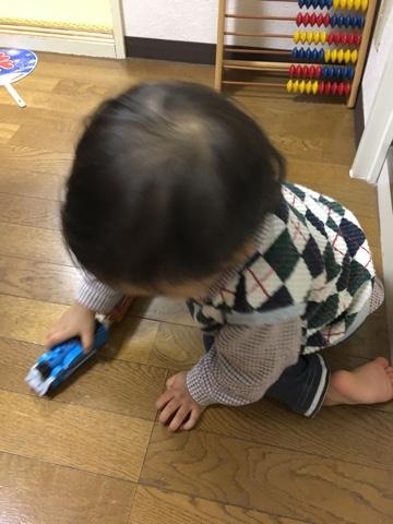 プラレールで遊ぶ息子